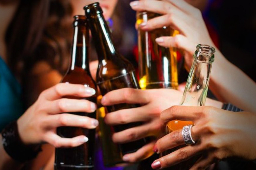 smoking-and-alcohol-dangerous-for-women. Image Source: (Pixabay.com)