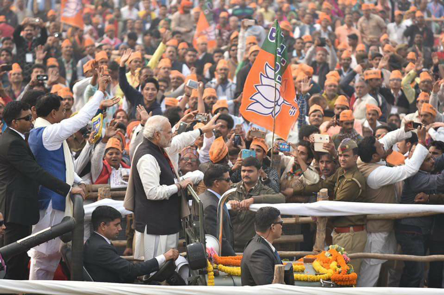 विवाद और विरोध के बीच मोदी का कद लगातार ऊंचा हुआ है. फोटो साभार: Bjp.org