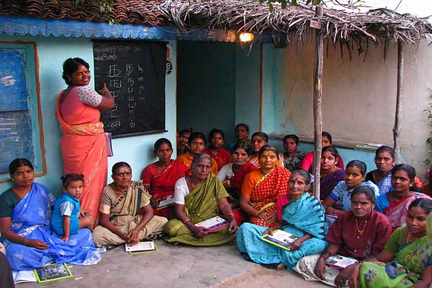 महिला साक्षरता में छिपी है देश के विकास की कहानी, लेकिन क्यों पुरुषों की तुलना में निरक्षर रह गई स्त्री?